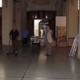 giannetto-bravi-quadreria-darte-150-ritratti-autoritratti-ex-chiesa-di-san-pietro-in-atrio-como-01.jpg